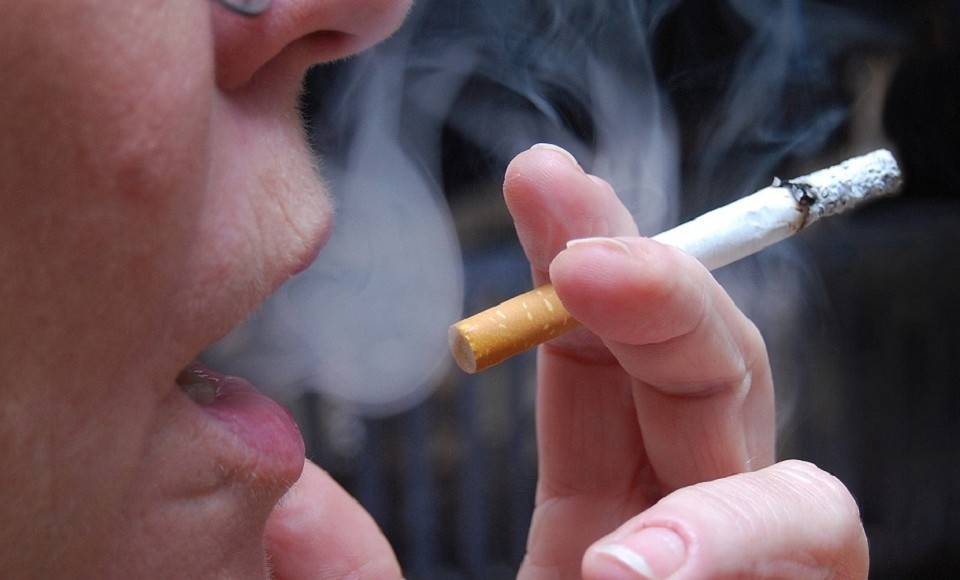 Cigarro e álcool em excesso prejudicam a voz
