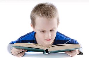 crianca-leitura-fala-fonoaudiologo